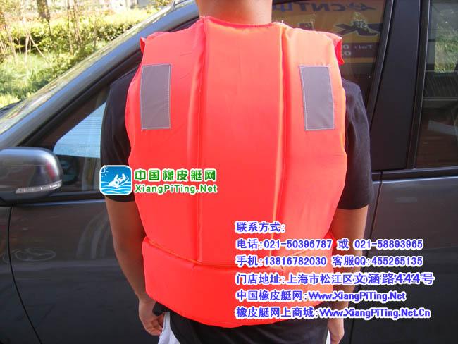 【名称】:成人救生衣(浮游爱好者的推荐用品) 【颜色】:橙色 【浮力】:7.5kg 【哨笛】:1只【材质】:聚乙烯泡沫塑料
